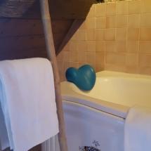 arthur salle de bain hebergement loheac insolite