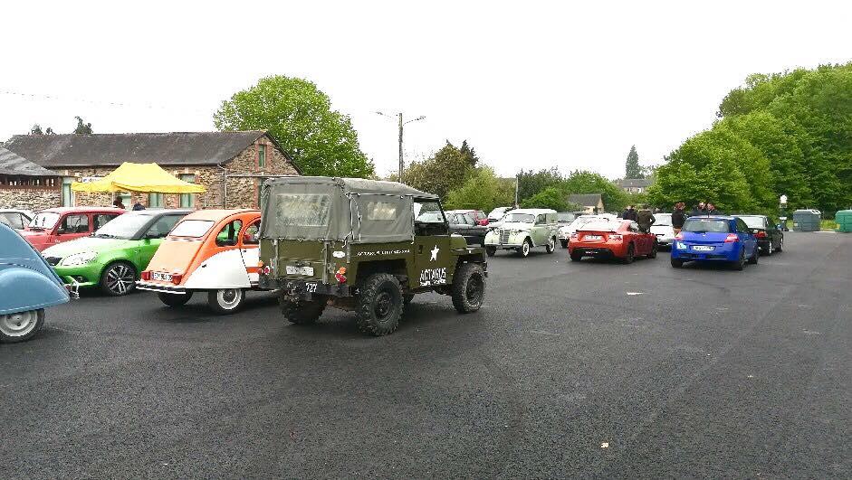 Rassemblement-voitures-anciennes-a-Loheac.jpg